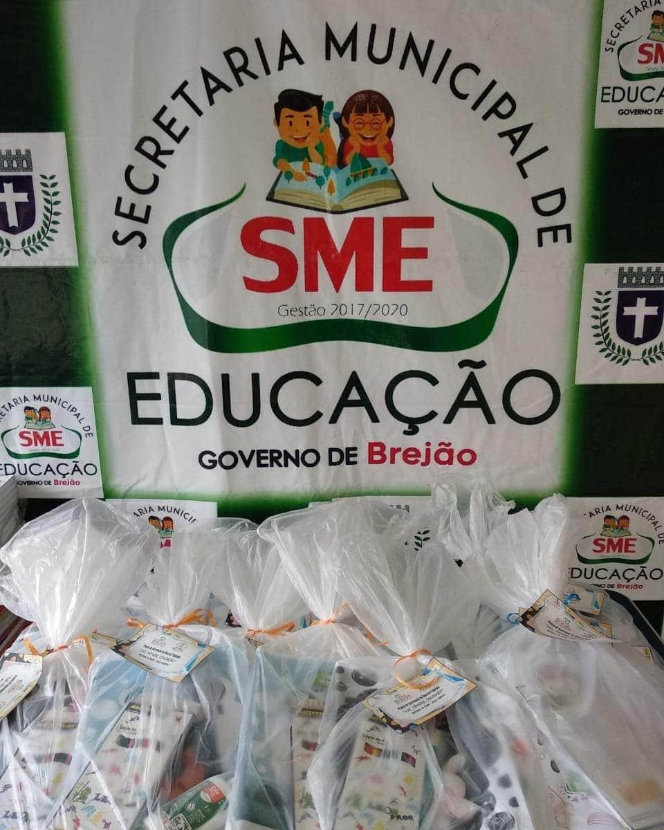 Secretaria Municipal de Educação de Brejão/PE entrega kits com materiais escolares