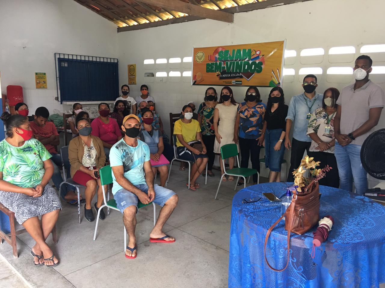 A Secretaria de Educação do Município de Moreno realiza visita na Escola Engenho Serraria Br