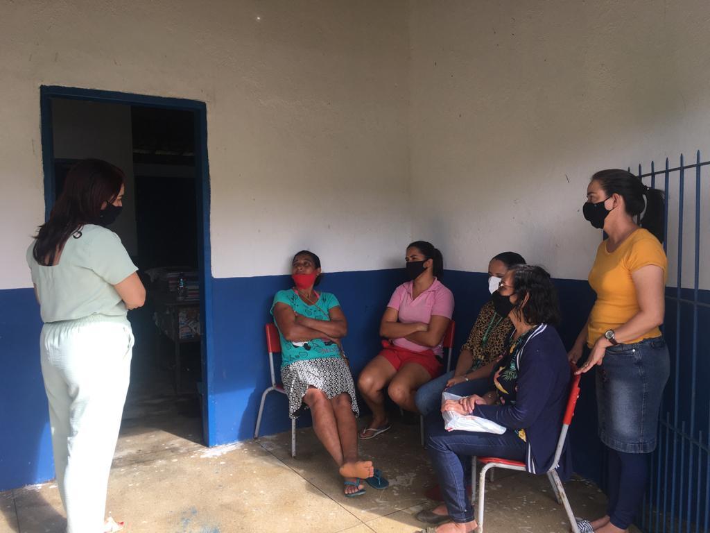 A Equipe da Secretaria Municipal de Educação do Município de Moreno é recebida pelos pais e responsáveis dos alunos da Zona Rural da Escola Maria Angelita de Souza no Engenho Brejo